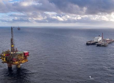 A RECORD-BREAKING OFFSHORE LIFT